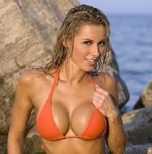 Femme ayant le désir d'avoir des gros seins