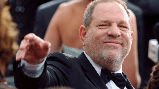 #ÚltimoMinuto El productor Harvey Weinstein se entregó a la justicia por acusaciones de agresión sexual, aquí el video.