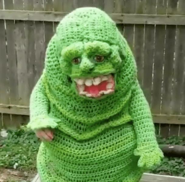 VIDEO: Una talentosa tejedora hizo este increíble disfraz para su hijo