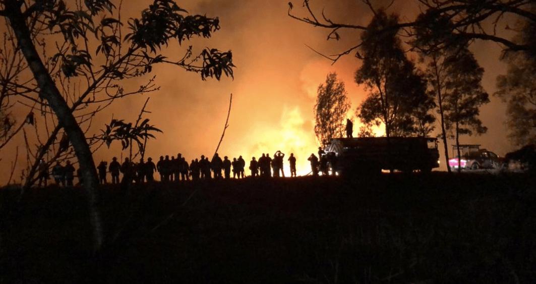 #Video: Varias horas de incendio en pastizales en Xochimilco