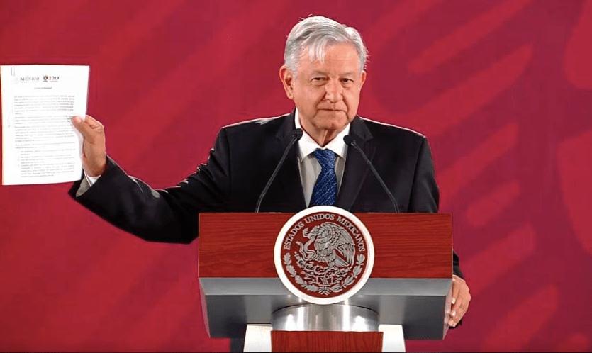 #Video: AMLO firma compromiso de no reelección
