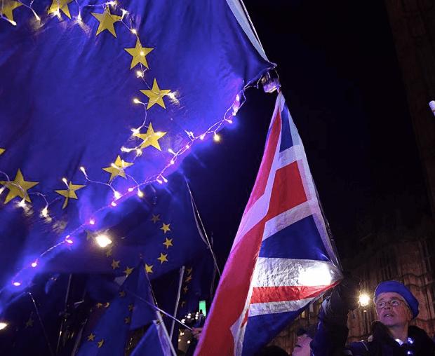 Theresa May acepta la oferta de prórroga del Brexit de la UE