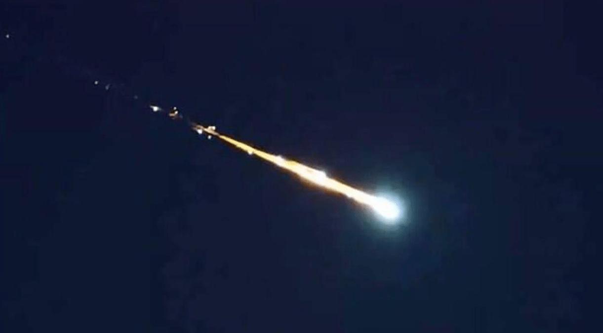 Parecía una estrella fugaz, pero es un bólido que se acercó a la Tierra