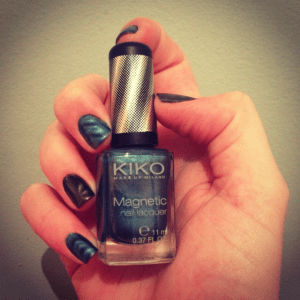Kiko magnetic charcoal Emerald Turquoise swatch
