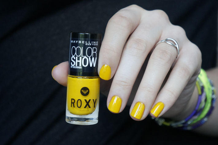Vernis Roxy Gemey Maybelline Pop Surf - 749 Electrique Yellow - swatch test avis