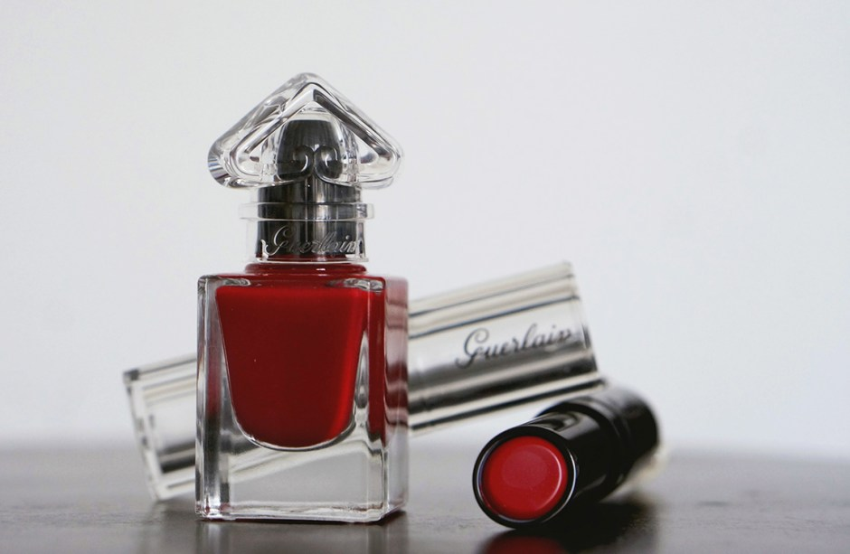 Petite Robe Noire makeup swatch avis rouge 022 Red Bow Tie rouge a levres lipstick vernis