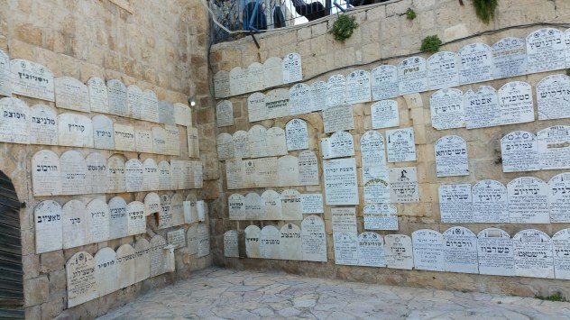 chamber-of-the-holocaust-outdoor-courtyard-plaques