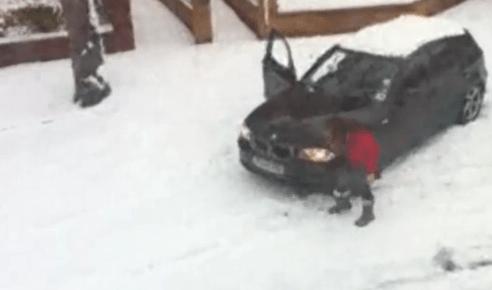 Conductora experta sobre nieve