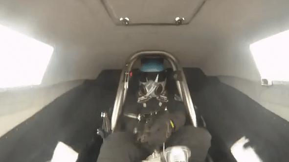 Pierde el volante mientras conduce un dragster a 325 km/h