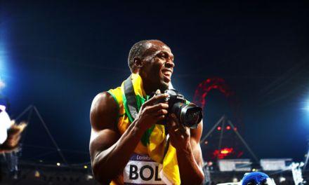 Sale a subasta la cámara que usó Usain Bolt tras ganar el oro en 200m