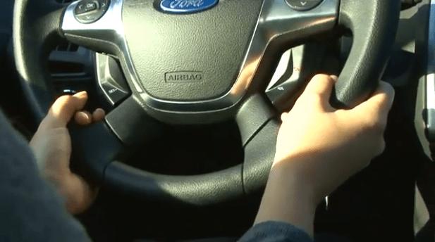 Cómo sujetar el volante