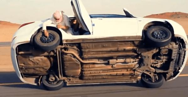 cambiando una rueda en marcha mientras conduce a 2 ruedas