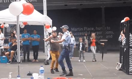 Una policía australiana bailando se convierte en el nuevo viral