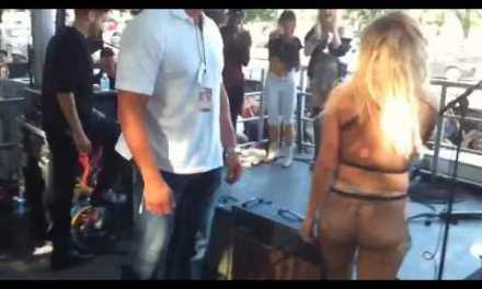 Lady Gaga dando el espectáculo en un concierto