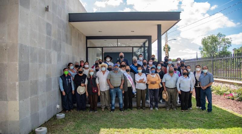 Entrega Enrique Vega Carriles casa del adulto mayor en Cerrito Colorado