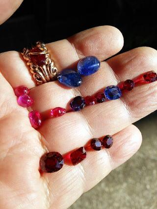 ミャンマー・モゴックの非加熱未処理の宝石たち
