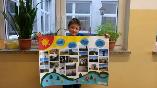 Wiktor Matuszek z 5c ze swoją pracą, która zajęła I miejsce w kategorii fotografia 10-12 l.