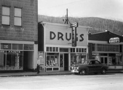 Original bakery (right) in the 1940's. Photo: Snoqualmie Valley Historical Museum