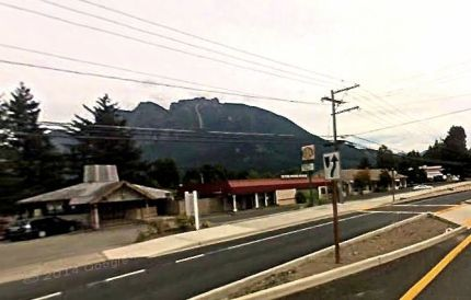 Phoenx Plaza proposed to bring life back to the empty site where businesses once stood along North Bend Way. Photo: Google Maps screenshot