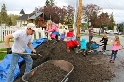 RVFS students help with soil for the school's garden