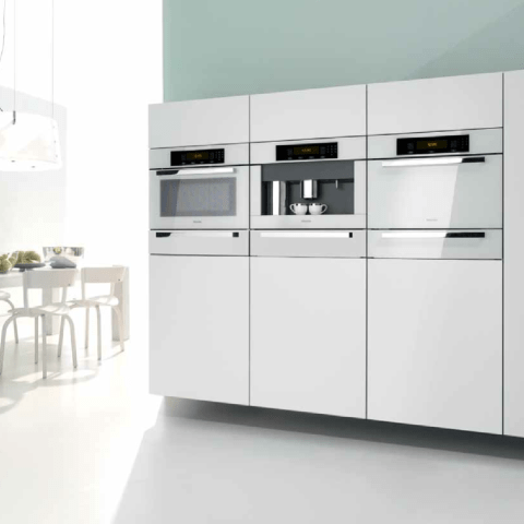 Seamlessly integrated Brilliant White appliances by Miele