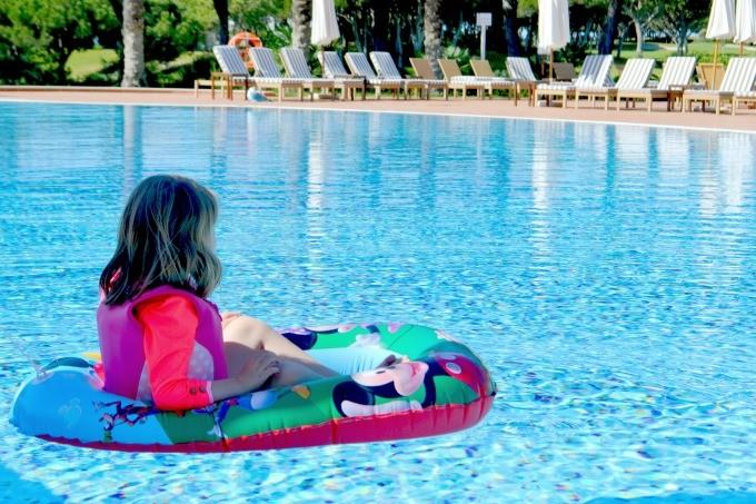 pine-cliffs-resort-pool-680x453