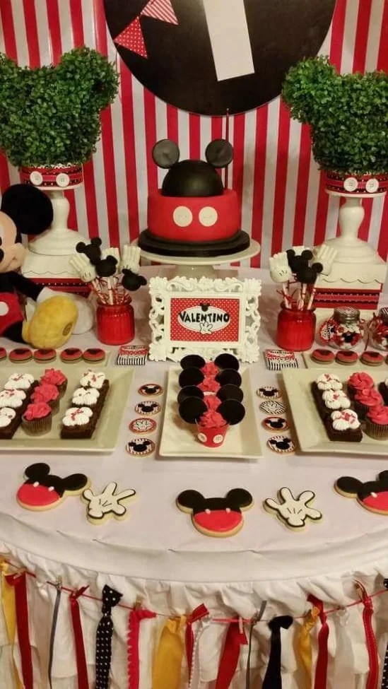 17 Mickey Mouse Dessert Table
