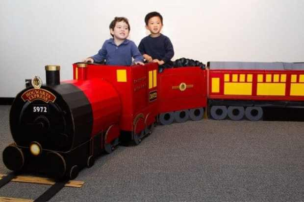 Take your guests to Hogwarts in style with this DIY Hogwarts Express train!
