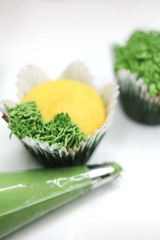 How to Make Grass Icing for Cupcakes