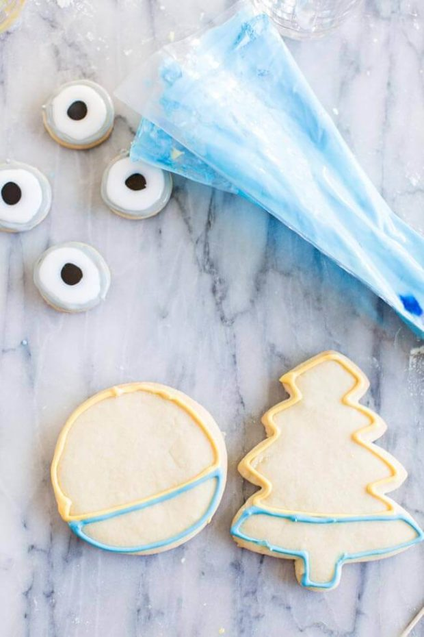 Decorated Minion Cookies