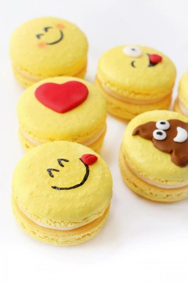 emoji macarons
