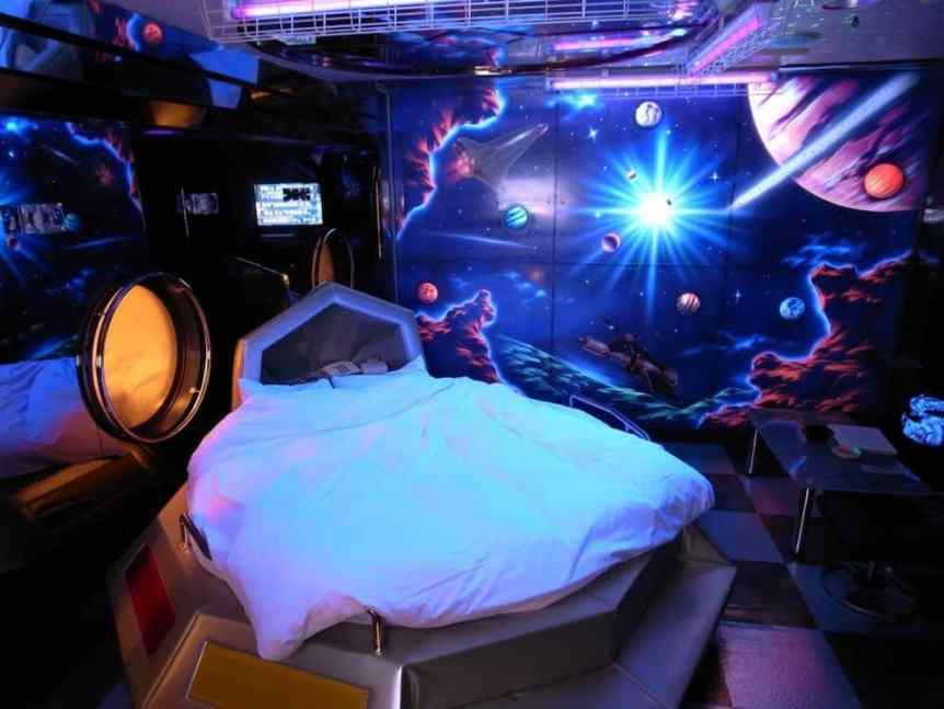 Space Themed Hotels: Queen Elizabeth Love Hotel