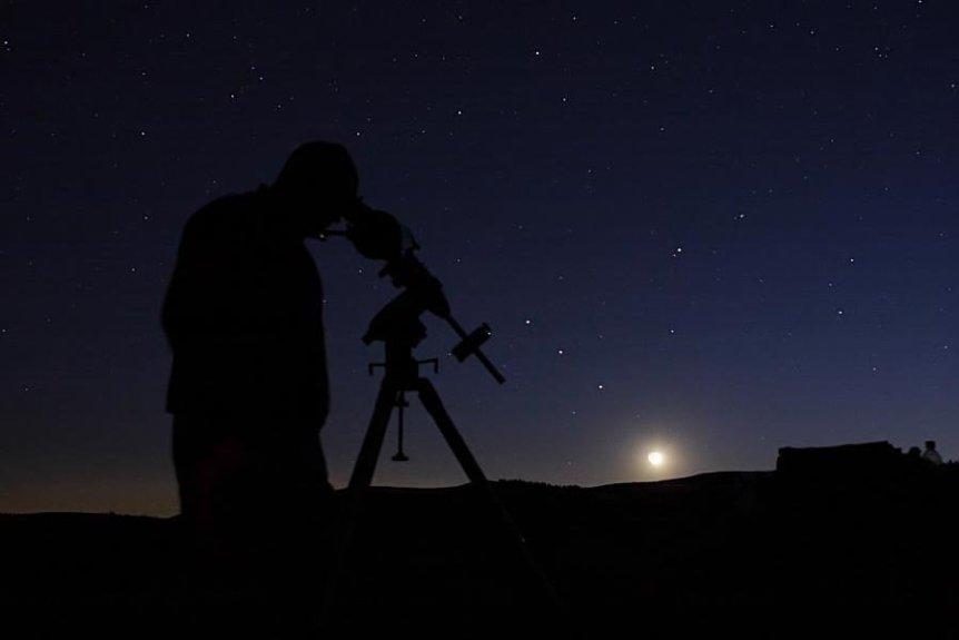 Saturn & Mars - makelessnoise via Flickr