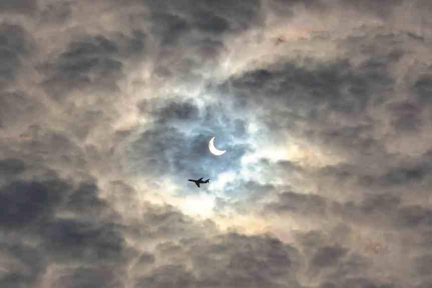Solar Eclipse Flight - ivva via Flickr