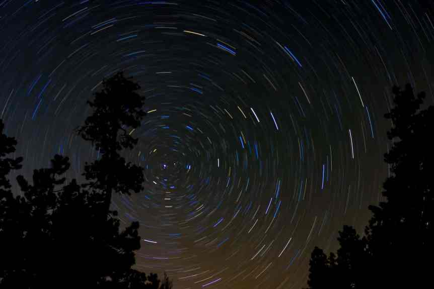 Stargazing in Arizona - August Miller via Flickr