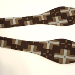 http://www.seasonedhomemaker.com/2012/04/mens-bow-tie-tutorial.html