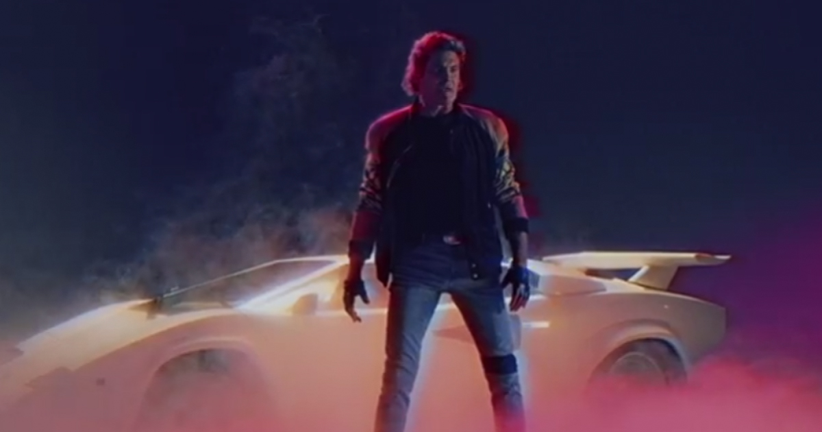 """Featured image for """"Hasselhoff má nový klip a je to pure 80s awesomeness!"""""""