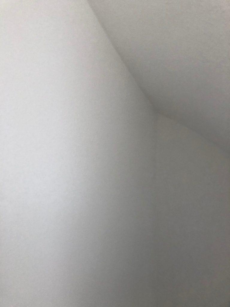 Wanden trapgat na isoleren, repareren en spackspuiten