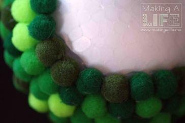pom-pom-balls-3_making-a-life