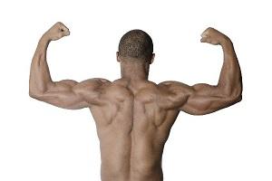 背筋の発達した黒人男性