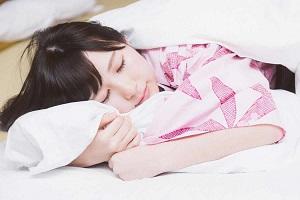 睡眠中の浴衣美人