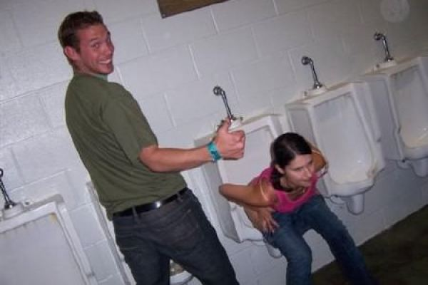 drunk-chick-pissing