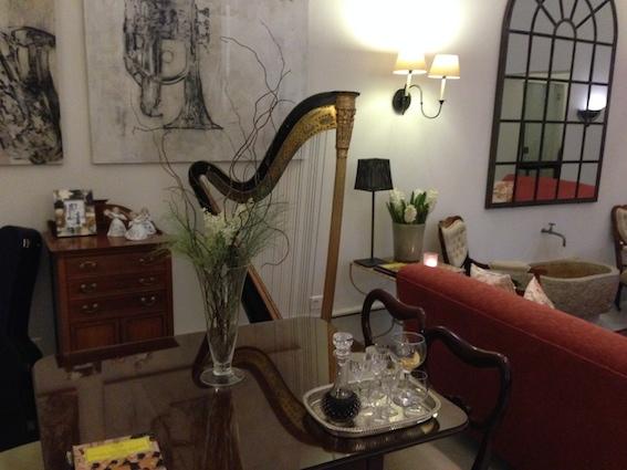 Alt var i musikkens tegn på dette hotellet. Har du en harpespiller i magen er det bare å prøve seg!