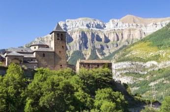 Torla, im Val de Broto. Im Dorf selbst wird kein Aragonesisch mehr gesprochen, nur noch in wenigen Familien, die in den Bergen wohnen.
