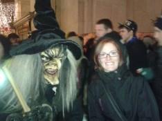 Una bruja que pasaba por allí y se paró a hacerse una foto conmigo.