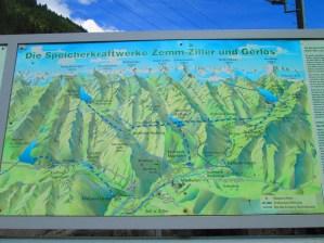 Panorámica de los canales de agua de la región, incluidos los nombres de los picos más altos (que es lo que a mí me interesa de la foto)