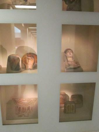 Máscaras funerarias. A destacar la de la parte superior derecha, de época romana