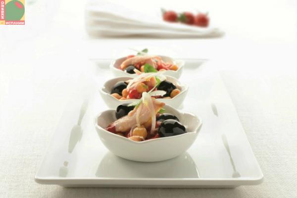 Салат с нутом и оливками