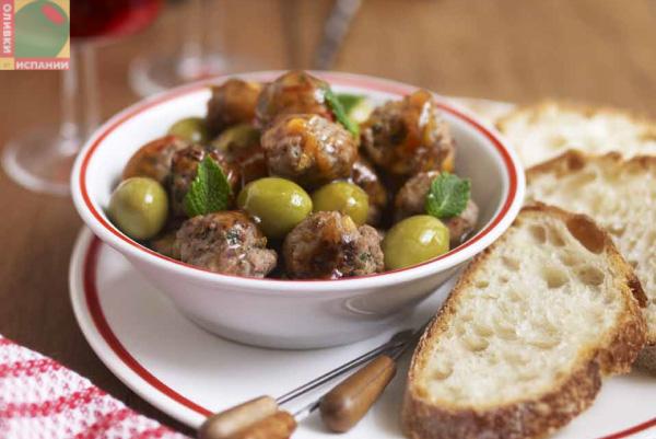 Зеленые оливки с чили и фрикадельками
