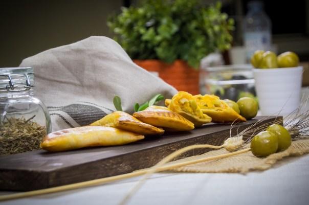 Пирожки с маслинами и сыром